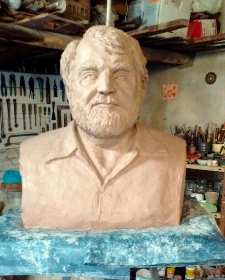 Busto Osvaldo Bayer (5)
