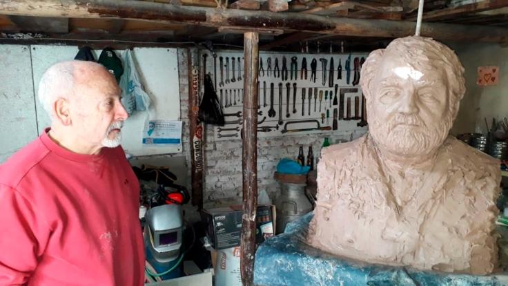 Busto Osvaldo Bayer (6)